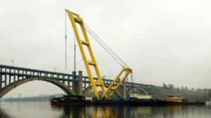 Коли відкриють навігацію Дніпром поблизу будівництва мостів у Запоріжжі