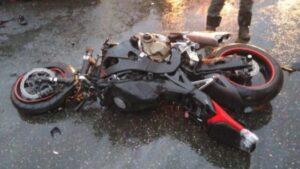 В Запорожской области во время движения мужчина упал с мотоцикла