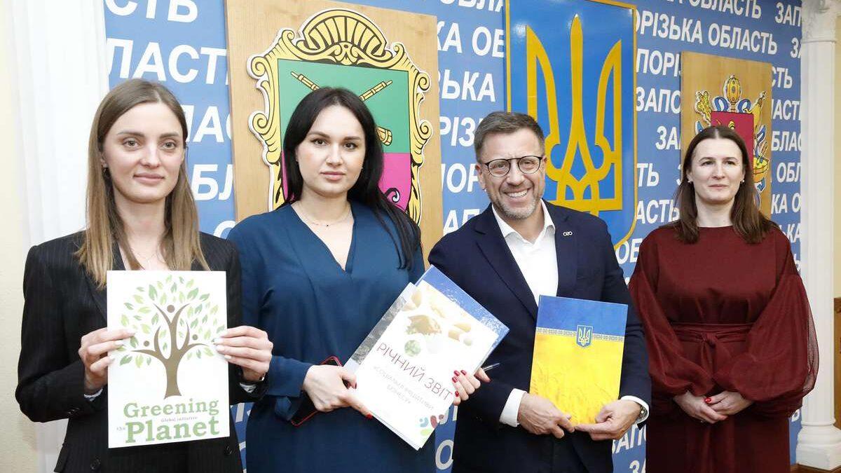 Озеленение планеты: Запорожский облсовет и фонд «Социальные инициативы бизнеса» подписали Меморандум о сотрудничестве