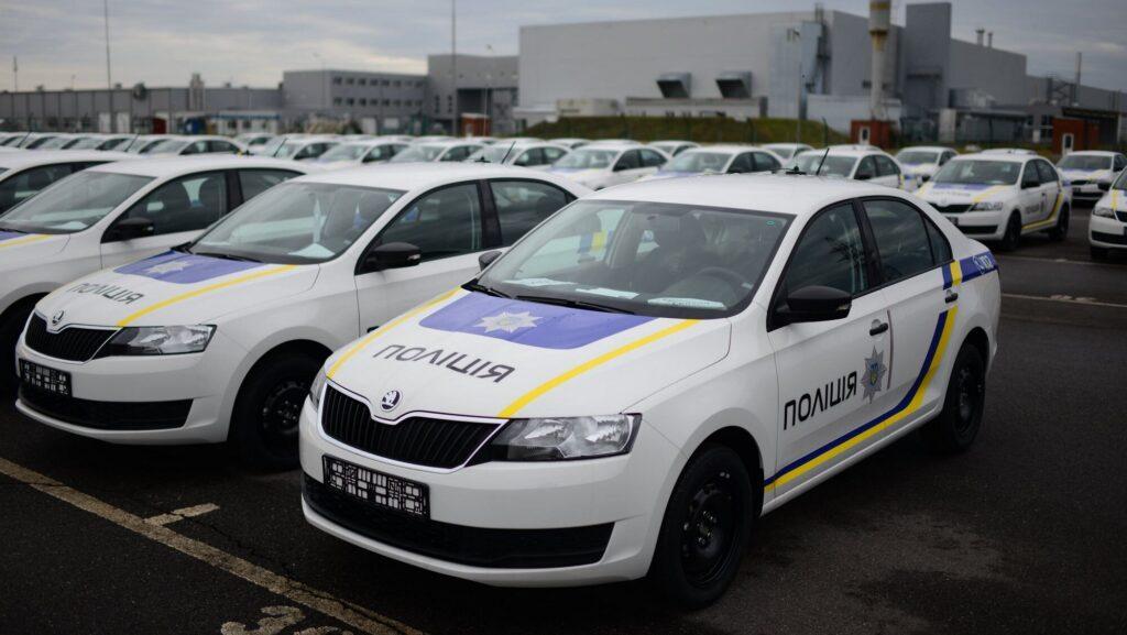 В Запорожье женщина за рулем «Шкоды» спровоцировала ДТП с патрульными, - ВИДЕО
