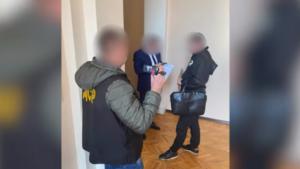 В Запорожской области прокурора и депутата задержали на взятке в 4000 долларов, – ВИДЕО