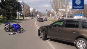 В Запорожье на Бабурке водитель легковушки сбил мотоциклиста, – ВИДЕО