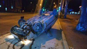 В центре Запорожья авто перевернулось на крышу