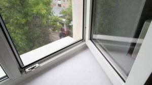 У Запорізькій області п'яна 15-річна дівчина випала з вікна