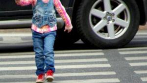 У Запоріжжі велосипедист збив 8-річну дівчинку: дитина отримала травми голови