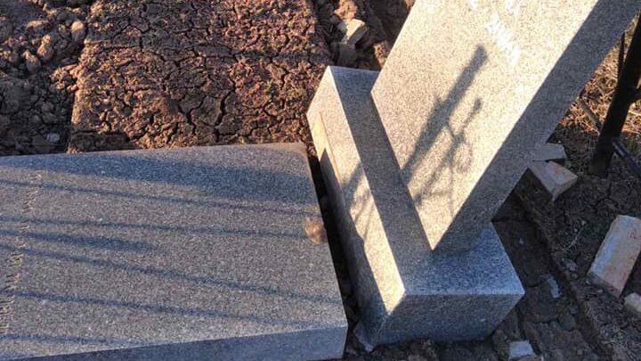 Под Запорожьем на кладбище снова орудуют вандалы: за информацию о них обещают деньги, — ФОТО