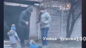 Запорожца, который ногами бил собак, привлекли к ответственности