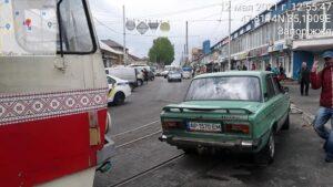 В Запорожье на рынке водитель на «шестерке» заблокировал движение трамваев, – ФОТО