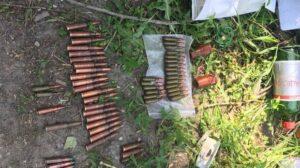 У Запоріжжі в лісосмузі біля автовокзалу у молодої пари знайшли арсенал боєприпасів, – ФОТО