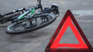 В Запорожье велосипедист сбил женщину: ее госпитализировали с травмами