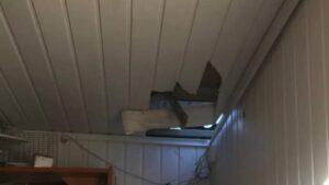 В Запорожье мужчина через крышу залез в магазин