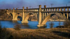 В Запорожье 17-летний парень упал с Арочного моста