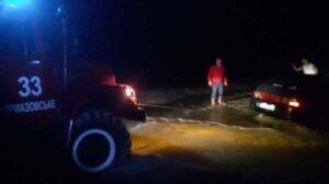 В Запорожской области более 20 автомобилей застряли между селами: в ловушке оказались дети