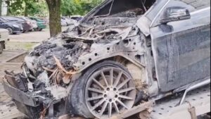 В Запорожье подожгли автомобиль владельца известной в городе службы такси, — ВИДЕО
