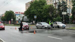 На центральному проспекті Запоріжжя зіткнулись два автомобілі: рух транспорту сповільнений, — ФОТО