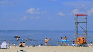 На пляжі в Енергодарі у воді виявили відхилення