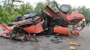 В Запорожской области на трассе произошло серьезное ДТП: спасатели «вырезали» пострадавших из покореженного авто – ФОТО