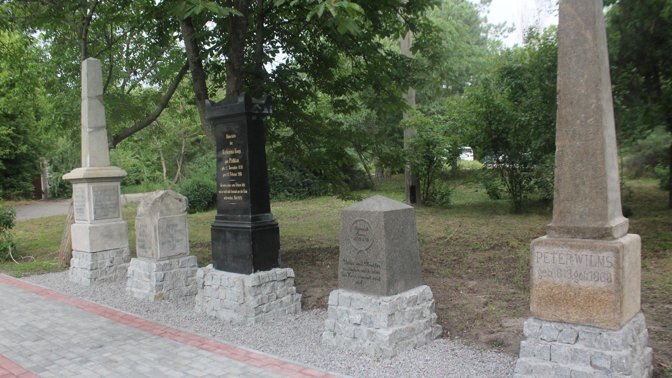 В Запорожье из надгробий, которые нашли в фундаменте амбара, создали Мемориал Хортицких меннонитов, – ФОТОРЕПОРТАЖ