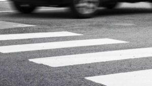 Під Запоріжжям на пішохідному переході збили чоловіка: у потерпілого серйозні травми
