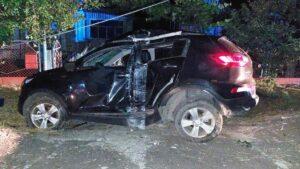 В Запорожской области водитель вылетел с дороги и врезался в столб: понадобилась помощь спасателей, – ФОТО