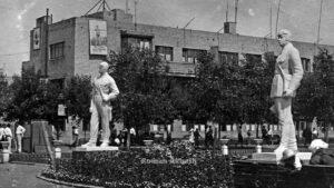 Стало известно, какие скульптуры более 80 лет назад стояли в центре Запорожья на месте «Макдональдса», – ФОТО