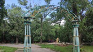 В Запорожье на Правом разрушается один из лучших парков города, – ФОТОРЕПОРТАЖ