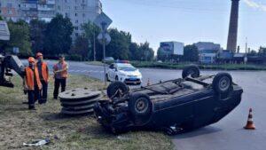В Запорожье пьяный водитель угодил в ДТП: авто перевернулось, – ФОТО