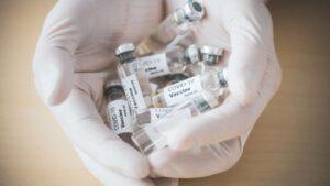 Более 2,3 тысяч организованных коллективов в Украине вакцинировались от COVID-19