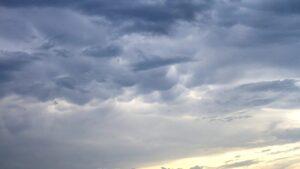 Фотограф зафільмував рідкісні хмари, які здійнялися у небі над Запоріжжям