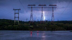 Неймовірні блискавки: запорізький фотограф зафільмував вчорашню стихію, — ФОТО