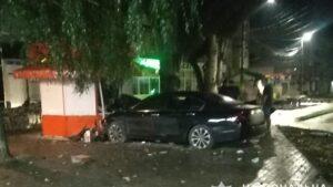В Запорожской области водитель протаранил стену магазина и торговый киоск, – ФОТО