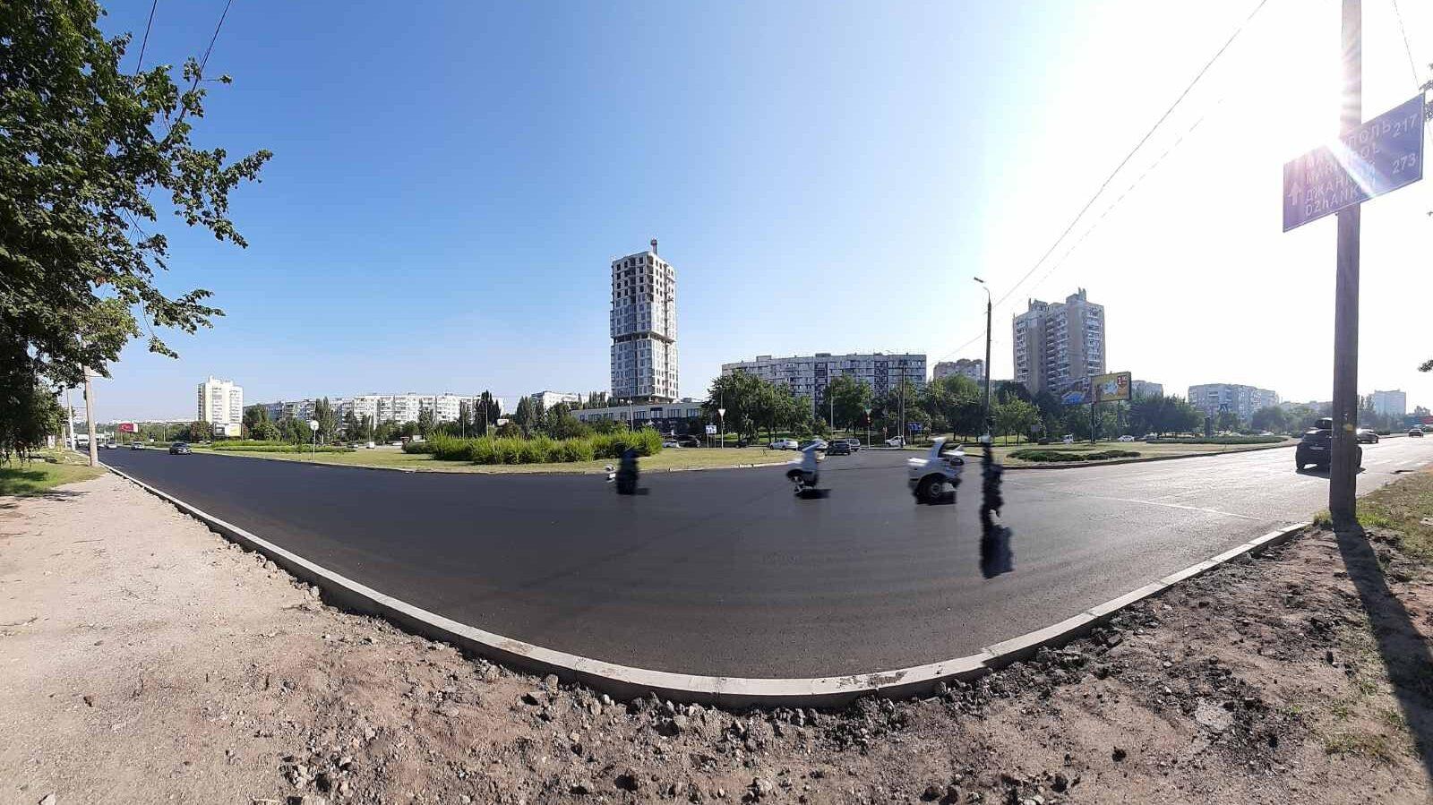 В Запорожье коммунальщики положили новый асфальт на Набережной магистрали, – ФОТО