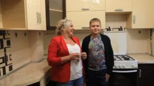 Родина запоріжців, яка проживала в аварійному будинку, отримала житло