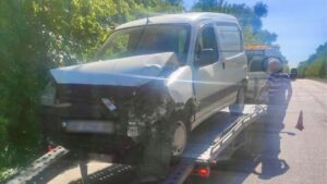 Под Запорожьем пьяный водитель выехал с дороги и врезался в дерево, – ФОТО