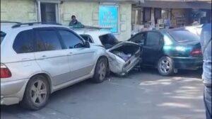 В Запоріжжі чоловік протаранив кілька машин та збив людину: поліція прокоментувала ДТП