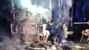 В Запорожье полностью сгорел грузовик