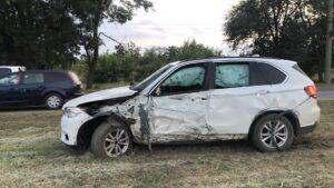 В Запорожской области пьяный водитель BMW въехал в столб и сбил пешехода, – ФОТО