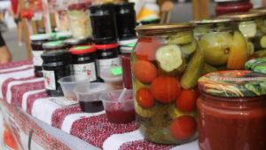 В Запорожье на Маяковского проходит всеукраинский фестиваль домашней консервации, – ФОТОРЕПОРТАЖ