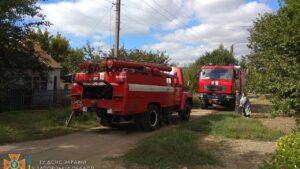 У Запорізькій області рятувальники гасили палаючий дах приватного будинку