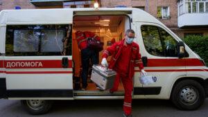 У Запоріжжі 12-річна дівчинка під керівництвом медиків врятувала життя матері