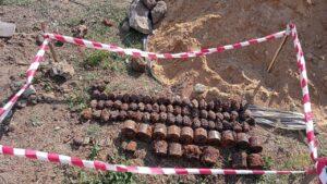 Під землею приватного будинку в Запорізькій області знайшли понад 50 активних гранат, набоїв та РПГ