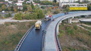 В Запорожье на новом мосту между левым берегом и Хортицей уже укладывают асфальт, – ФОТО
