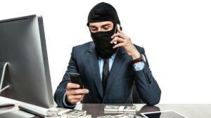 У Запорізькій області чоловік віддав шахраям 9 тисяч доларів