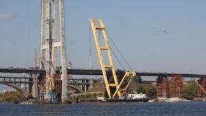 Исторический момент: в Запорожье монтируют первую секцию второй половины вантового моста, – ФОТО
