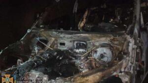 У Запоріжжі вночі повністю згорів автомобіль «BMW»