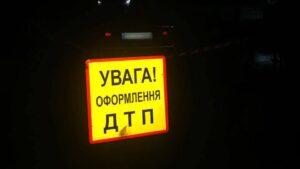 В Запорожской области водитель легковушки влетел в дерево: двое пострадавших