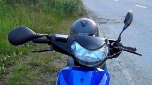У Запорізькій області під час їзди зі скутера впав молодий хлопець: потерпілий у лікарні